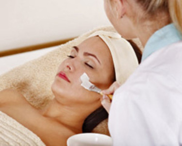 What Are The Benefits of Being An Esthetician?