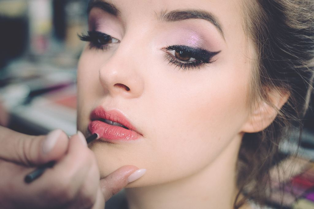 Become a Makeup Specialist Around the World